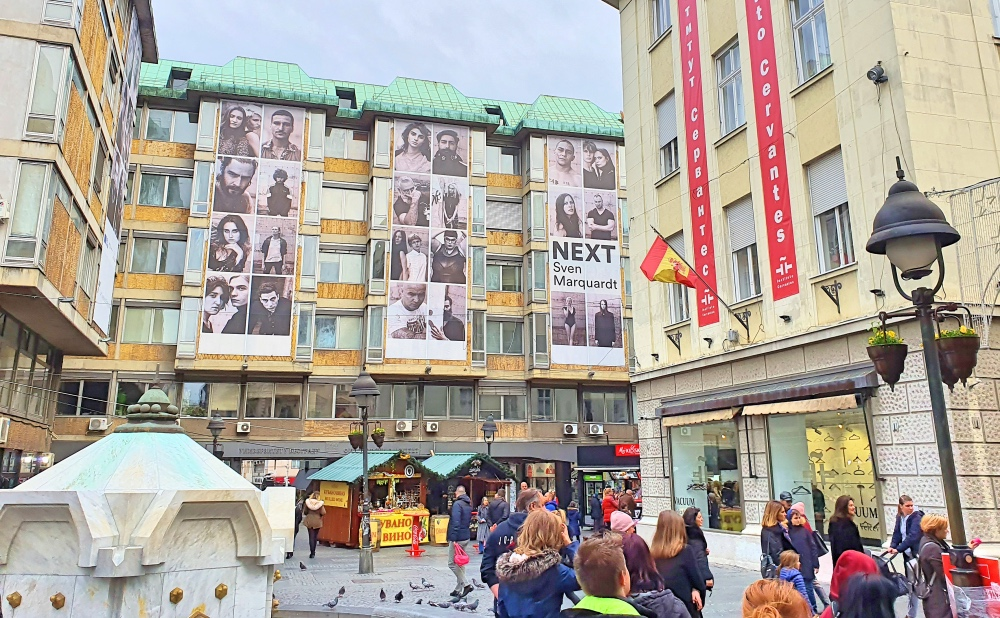 Display of Sven Marquard's photos on the facade of the Faculty of Philosophy