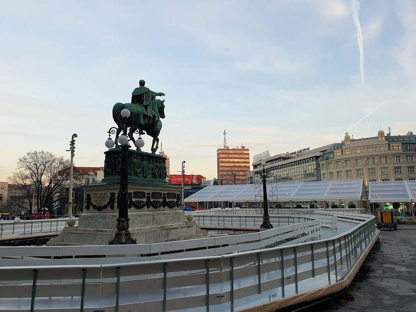 Ice rink around monument to Knez Mihailo